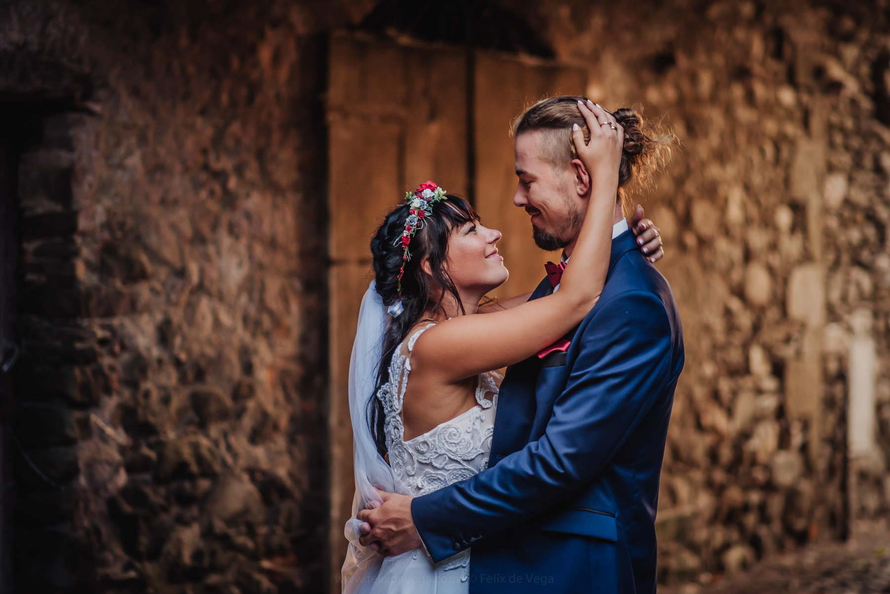 wedding photoshoot of bride and groom in Italy