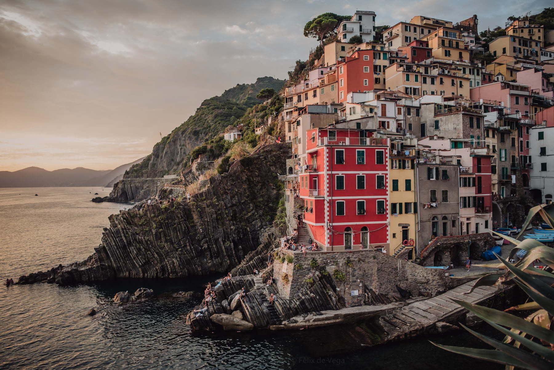wedding photo session on the Cinque Terre coast
